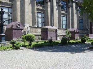 800px-Istanbul_-_Museo_archeologico_-_Sarcofagi_imperiali_bizantini_-_Foto_G._Dall'Orto_28-5-2006_2