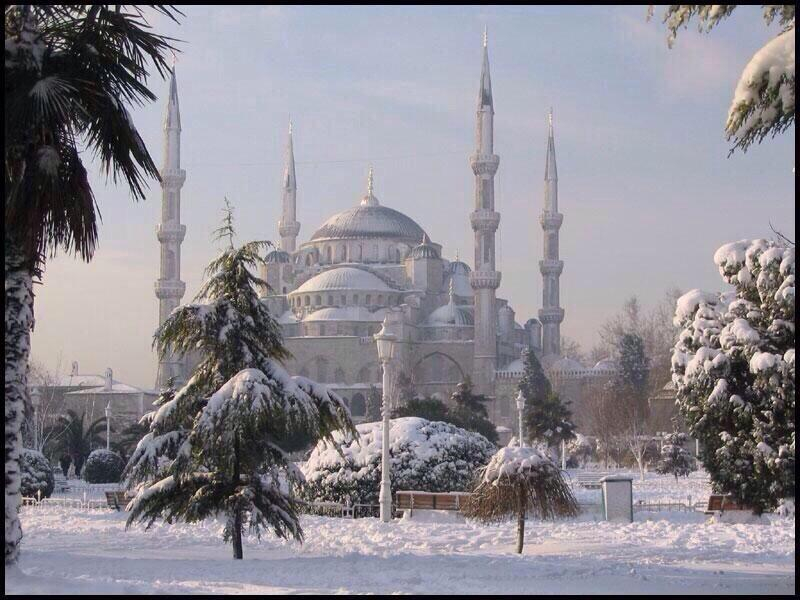 blue_mosque_snow_2013_12_12
