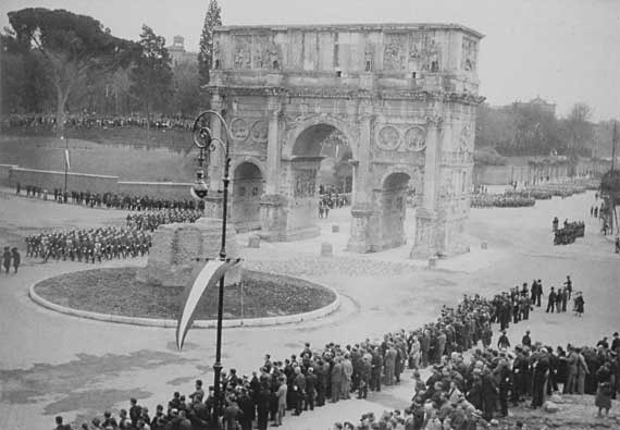 Fascists assembled around the half-demolished Meta Sudans.